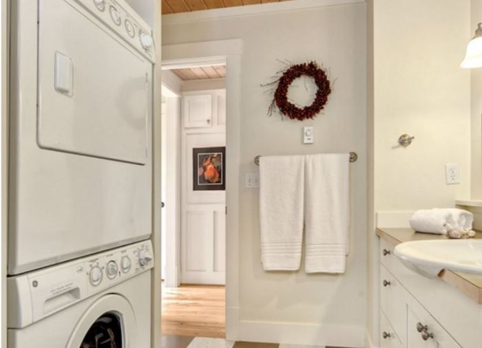 Combined Laundry Room and Bathroom for Small Cottage Home