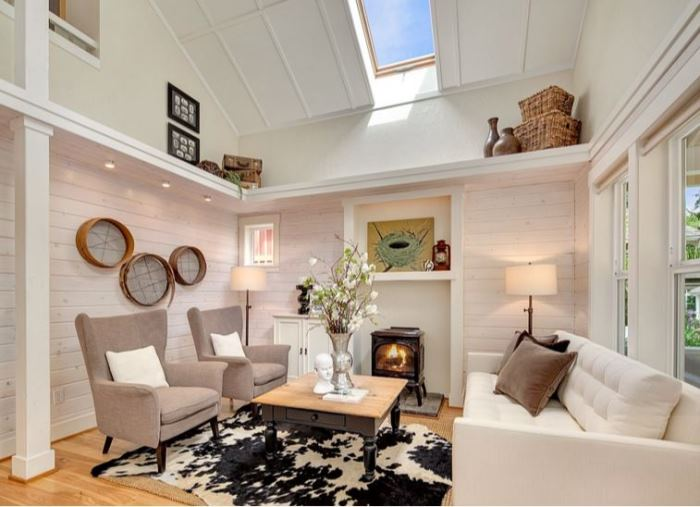 Cottage Living Room with Vaulted Ceiling