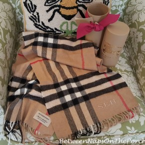 Burberry Cashmere Scarf in Giant Heritage Check_wm