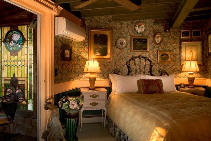 Lands End Inn, The Gold Room