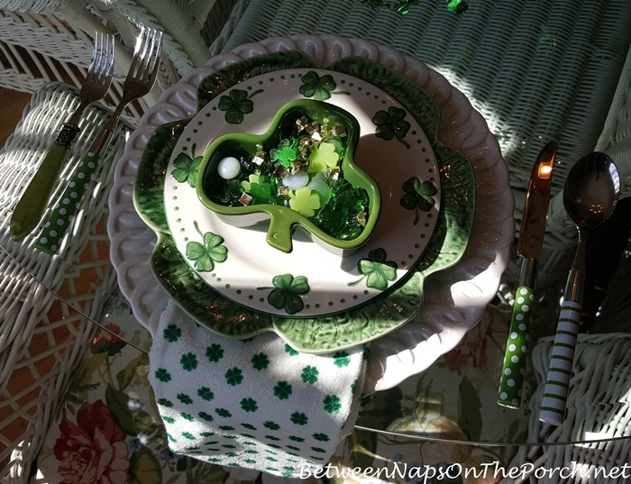 st-patricks-day-shamrock-and-4-leaf-clover-plates-and-napkins-700x537