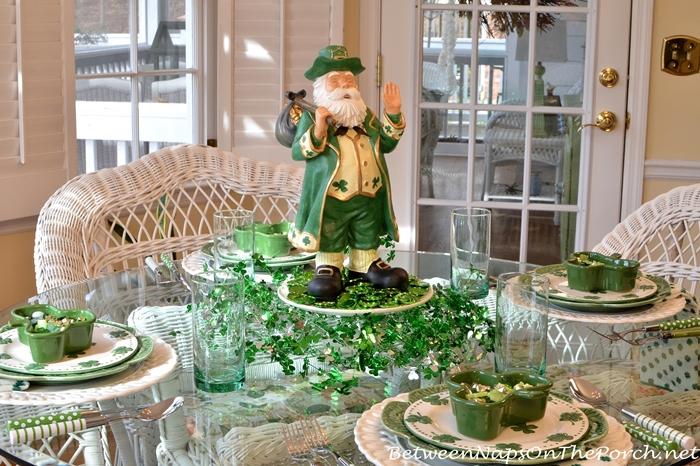 st patrick 39 s day table with 4 leaf clover shamrock dishes. Black Bedroom Furniture Sets. Home Design Ideas