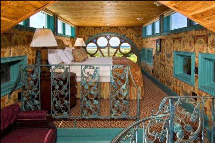 The Schoolman Suite in Lands End Inn