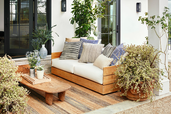 Julianne Hough Creates an Outdoor Room, Seating Area