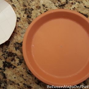 How to find exact center of a clay saucer