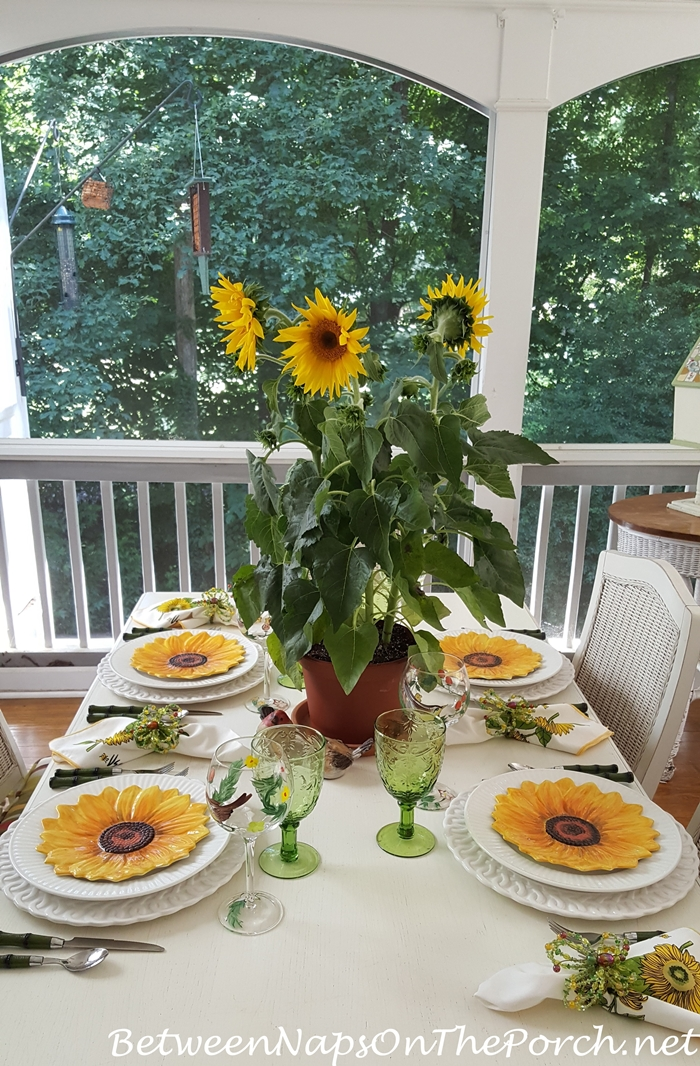 Table Setting with Sunflower Theme, Sunflower Centerpiece