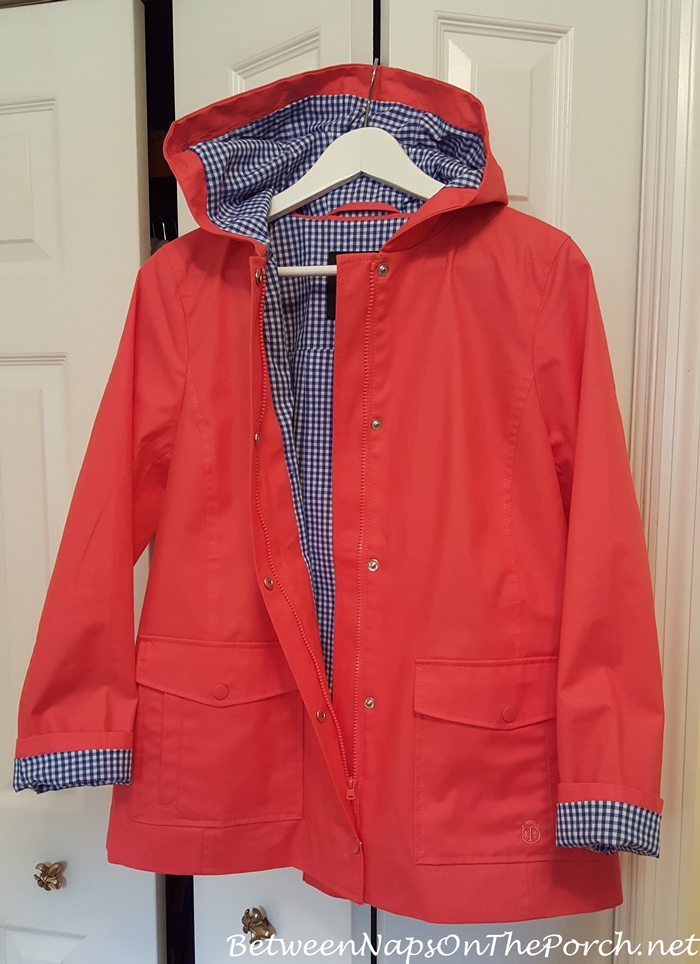 Raincoat with check gingham print lining