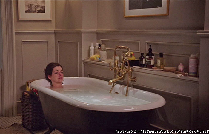 The Intern, Jules Bathroom in the movie