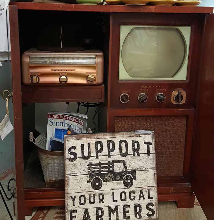 Vintage TV & Radio Record Player