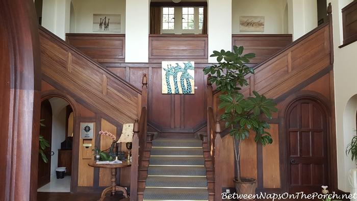 beautiful-entrance-hall-giraffe-manor