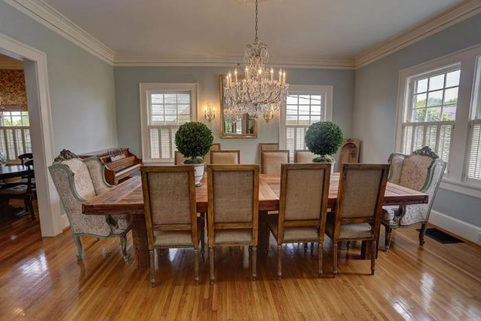 blue-dining-room-crystal-chandelier