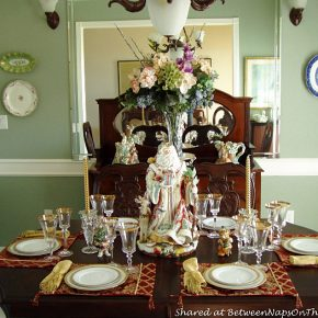 christmas-table-setting-with-fitz-and-floyd-santa-centerpiece