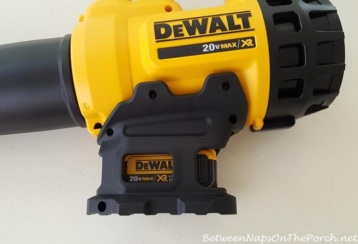 dewalt-blower-with-battery-installed