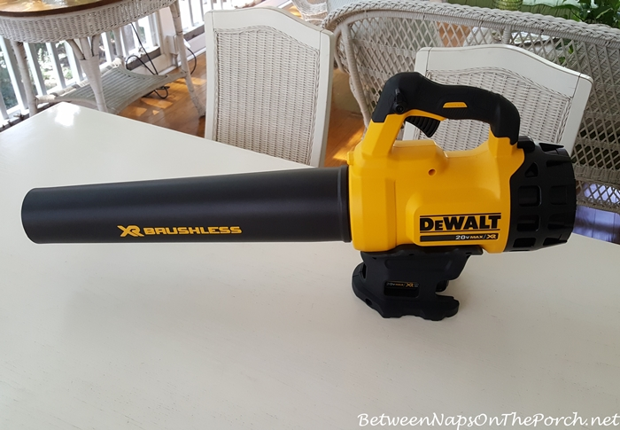 dewalt-cordless-battery-operated-leaf-blower