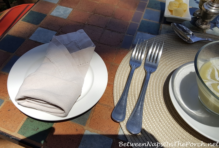 dining-in-the-courtyard-at-giraffe-manor