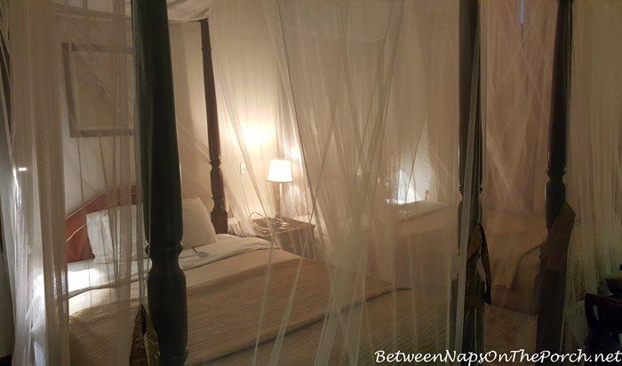 giraffe-manor-daisy-room-at-bedtime