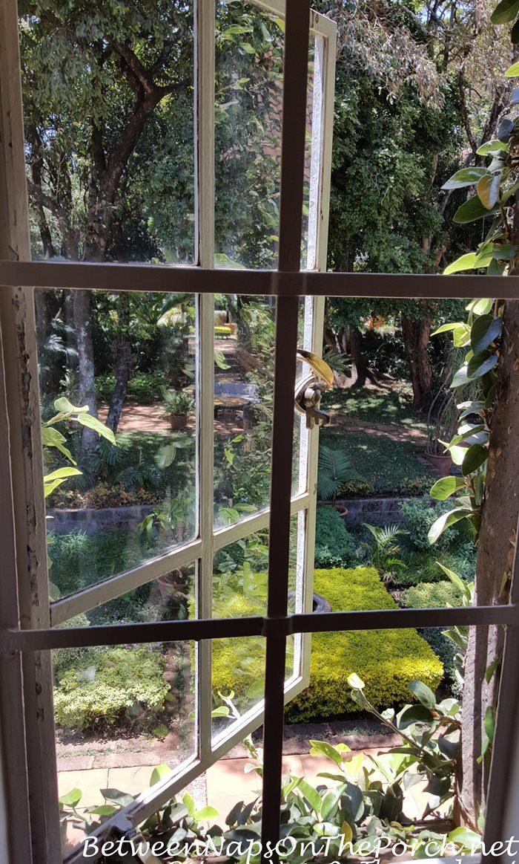 lovely-garden-view-giraffe-manor-daisy-room_wm