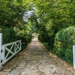 mimosa-hall-fieldstone-driveway