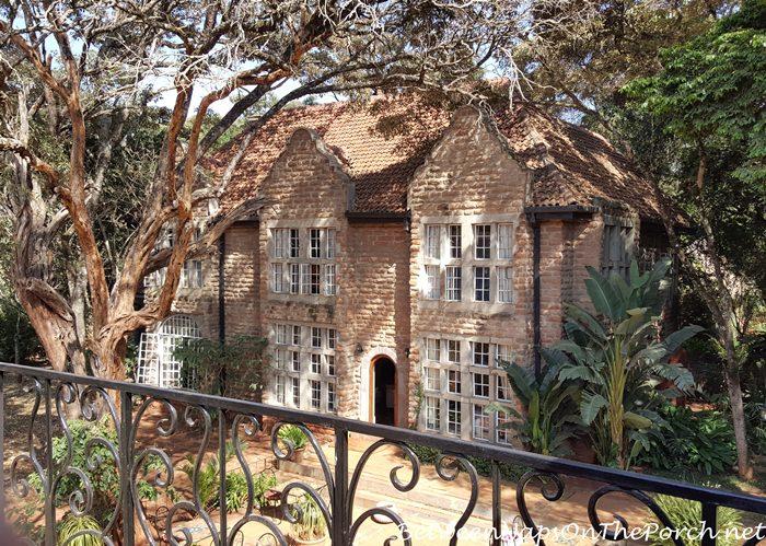 newer-manor-home-at-giraffe-manor