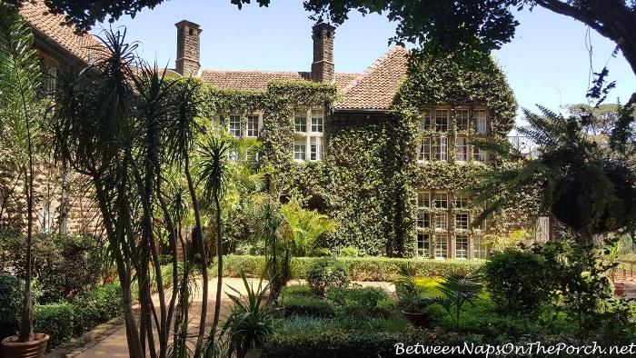 side-garden-giraffe-manor