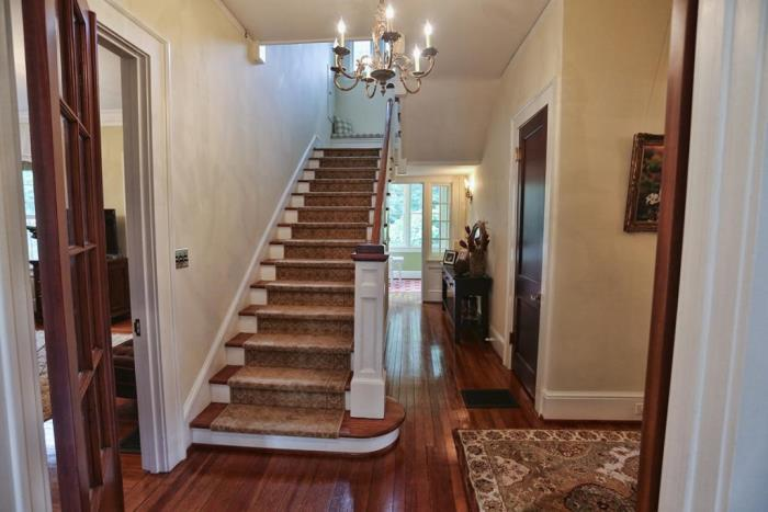 traditional-entry-staircase