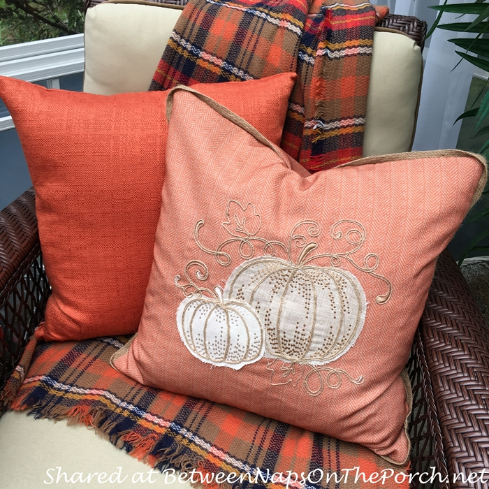 autumn-pillows-and-plaid-throw
