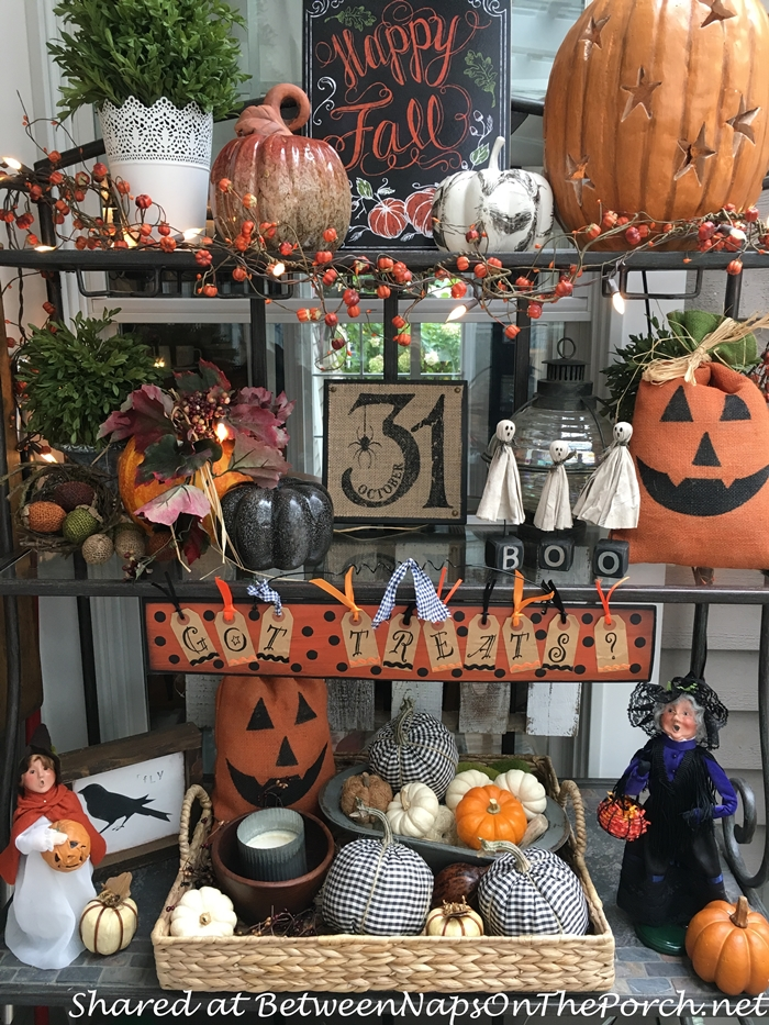bakers-rack-decorated-for-halloween-and-fall