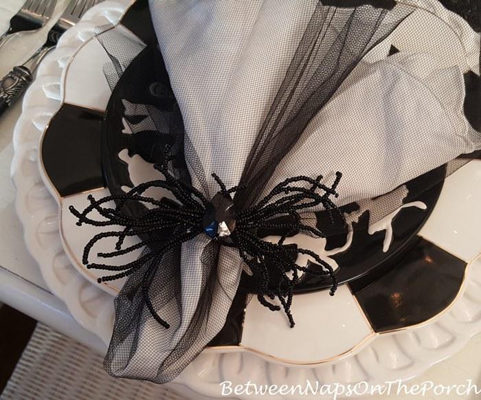 beaded-spider-napkin-rings-for-halloween