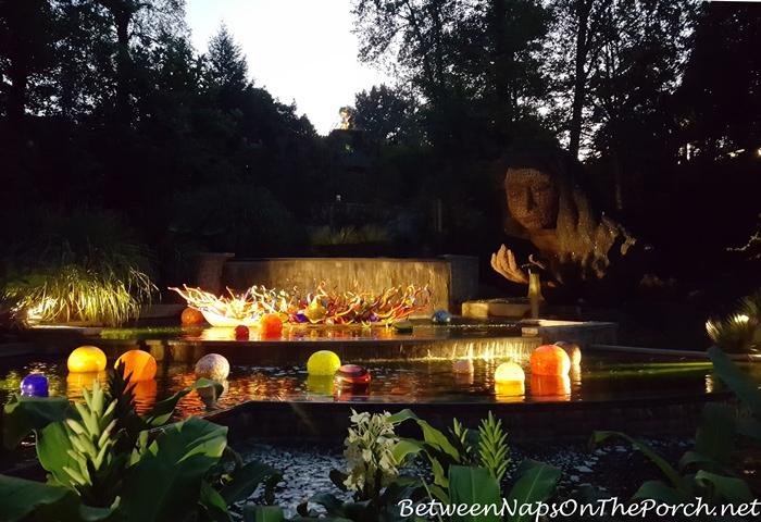 earth-goddess-and-chihuly-art-at-night-atlanta-botanical-garden