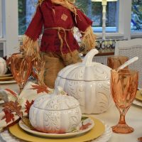 festive-halloween-table-in-autumn-colors