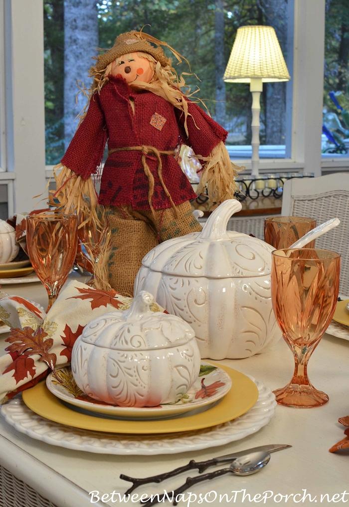festive-halloween-table-in-autumn-colors