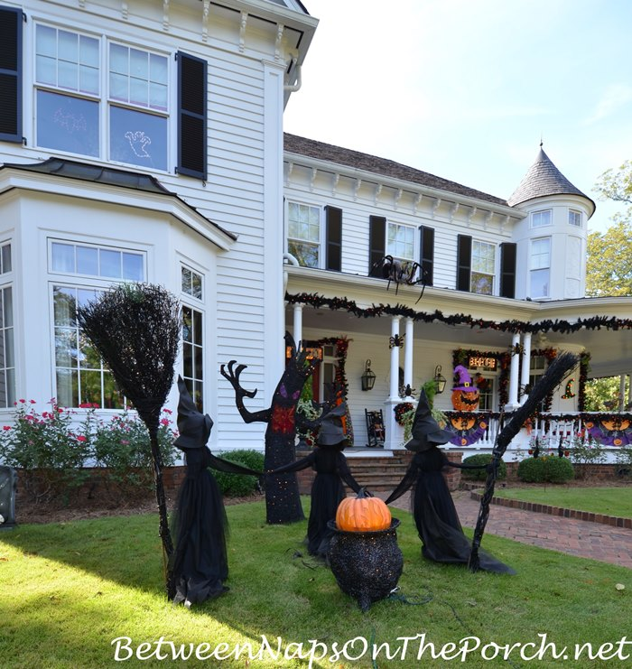 fun-halloween-decorations-witches-and-cauldron