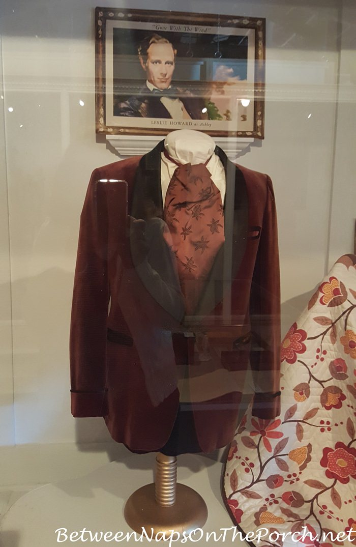 gone-with-the-wind-red-velvet-jacket-worn-by-ashley-played-by-leslie-howard
