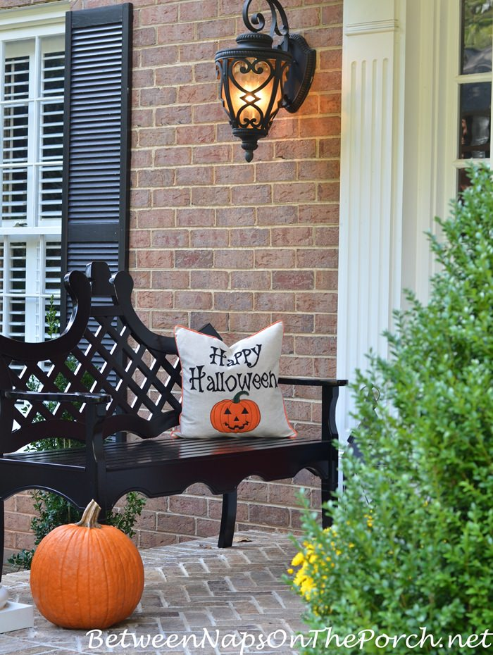 halloween-porch-decor