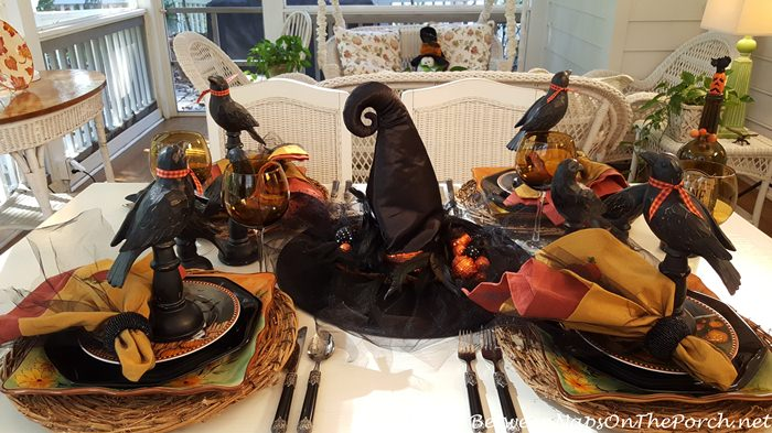 halloween-table-crows-witches-hat-centerpiece