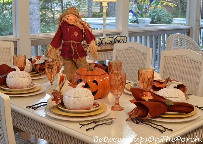halloween-table-in-autumn-leaf-color-scheme