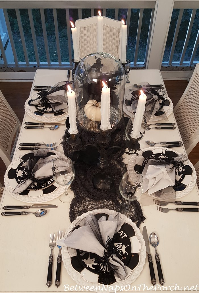 halloween-table-with-black-candelabra-centerpiece