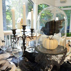 halloween-table-with-crow-pumpkin-centerpiece