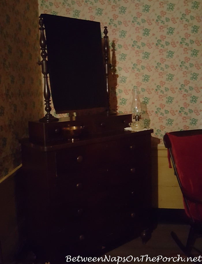 mirrors-covered-during-mourning-at-the-william-root-house-marietta-ga