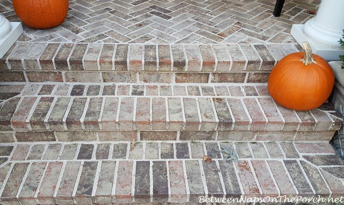 spray-and-forget-works-greats-on-porch-steps