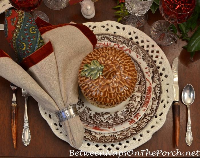 acorn-tureens-thanksgiving-table