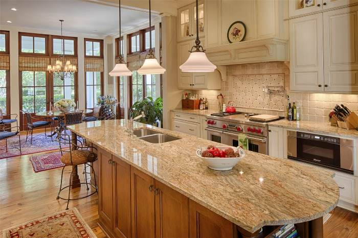 beautiful-kitchen-design-with-wolf-range-and-subzero-appliances