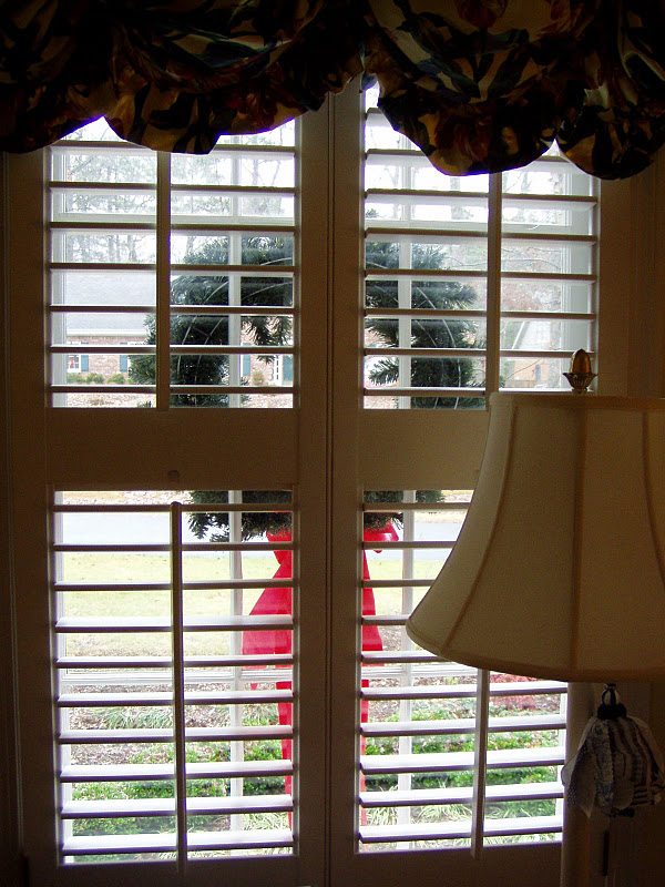 142a4e591211 How To Hang Wreaths on Exterior Windows for Christmas – Between Naps ...
