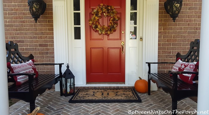 red-reindeer-pillows-for-a-front-porch