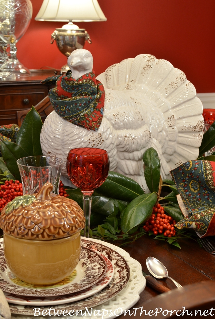 thanksgiving-table-setting-with-turkey-magnolia-centerpiece
