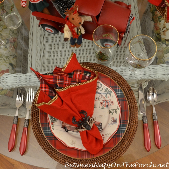 christmas-table-plaid-plates-red-flatware