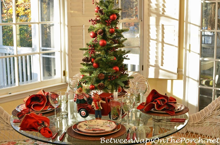 christmas table setting early morning