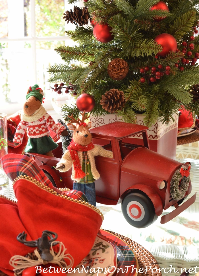 christmas-tablescape-red-truck-with-wreath_wm