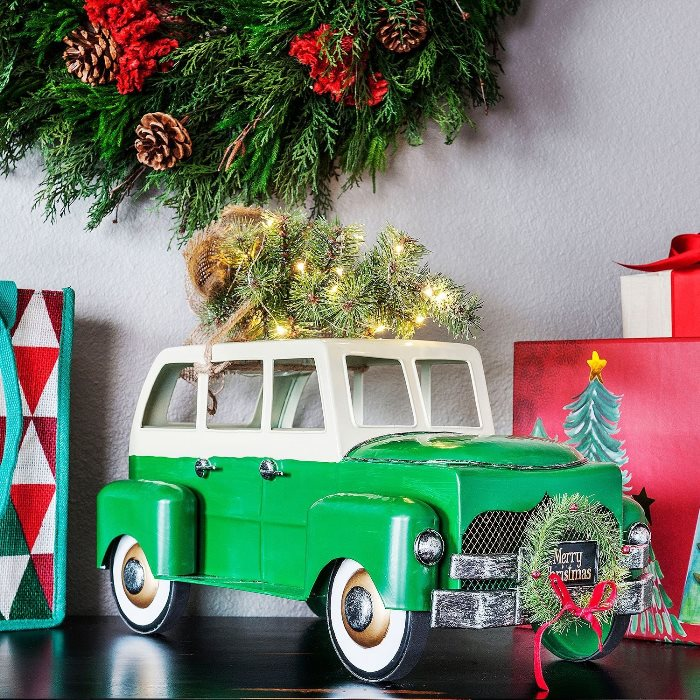 vintage-green-stationwagon-with-tree-on-roof-and-wreath-on-grill
