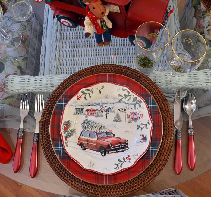 woody-car-plates-bringing-home-christmas-tree